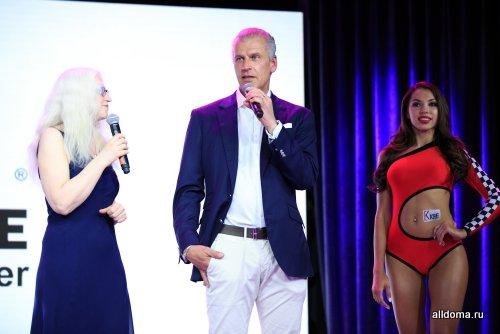 В вечере приняли участие более 300 представителей оконных компаний со всей России.