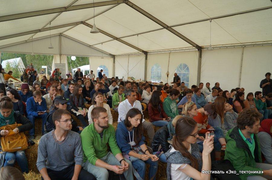В первой декаде сентября в экопарке «Ясное Поле» прошёл open-air фестиваль эко-архитектуры и строительства. «НЛК Домостроение», производитель деревянных домов, представил арх-объект и провел мастер-классы.